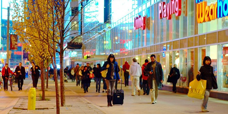 File:Shoppers on Dundas