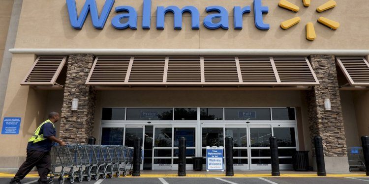 Wal-Mart Lowers Outlook As