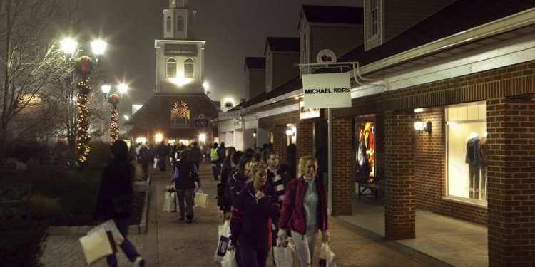 Outlet Mall Black Friday